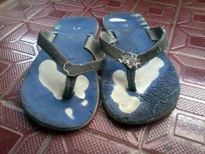 sandal tampak depan