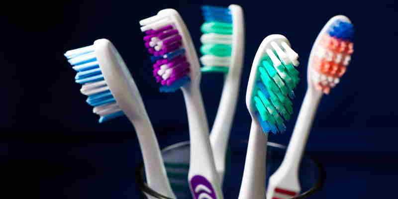 cara memilih sikat gigi